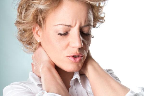 Co to jest zespół stawu skroniowo-żuchwowego? migrena bol zuchwy 600x400