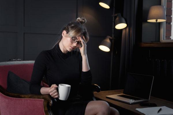 Dlaczego budzę się z migreną? migrena bole glowy 2 600x400