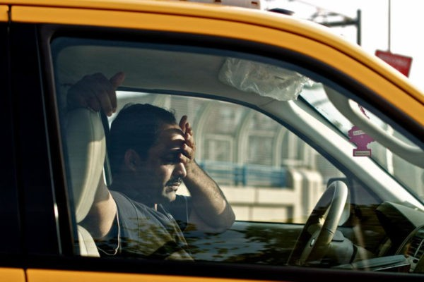 Czy mogę prowadzić samochód kiedy mam migrenę? migrena kierowca 600x400